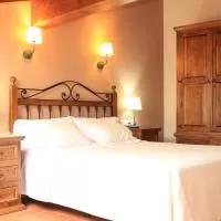 Hotel Los Rosales de Isabel en aldealengua-de-santa-maria