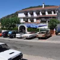 Hotel Hostal Minigolf El Meson en castillo-de-bayuela