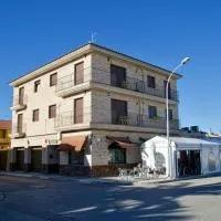 Hotel Alojamiento Los Valles en cinco-olivas