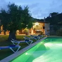 Hotel Ferreries Villa Sleeps 4 with Pool and Air Con en ferreries