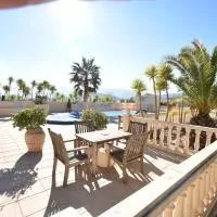 Hotel Comfortable Holiday Home with Swimming Pool in Valencia en fondo-de-les-neus