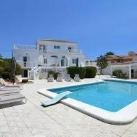 Hotel Elegant Villa in Torrevieja Costa Blanca Spain with Outdoor Dining en los-montesinos