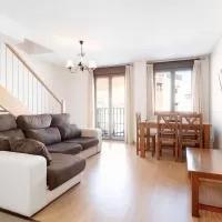 Hotel Captivating Apartment in Puerto Hurraco near Walking Trails en malpartida-de-la-serena
