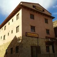 Hotel Hostal El Olmo en miravete-de-la-sierra