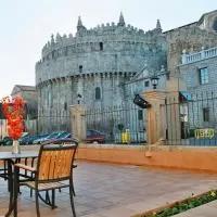 Hotel Hostal Restaurante Puerta del Alcázar en navaquesera