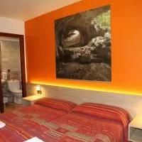 Hotel Hostal Acella en pamplona-iruna
