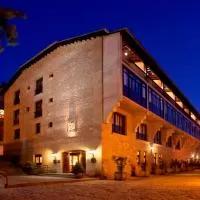 Hotel Parador de Sos del Rey Católico en petilla-de-aragon