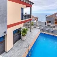 Hotel Cozy and sunny villa with pool and city views en santa-ursula