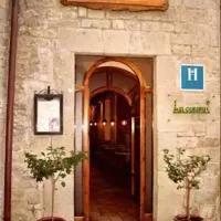 Hotel Hostal Las Coronas en sos-del-rey-catolico